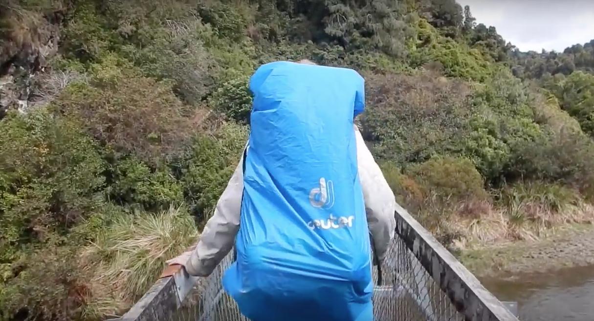 【九死に一生】ニュージーランドの吊橋が崩壊して3人が落下。【海外衝撃動画】4.png