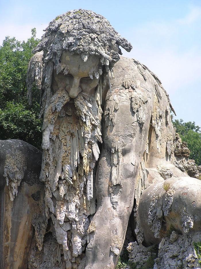 【進撃】イタリアの山中にある巨人像が凄くそそる。隠し部屋とか何それ。【RPG風】4.jpg