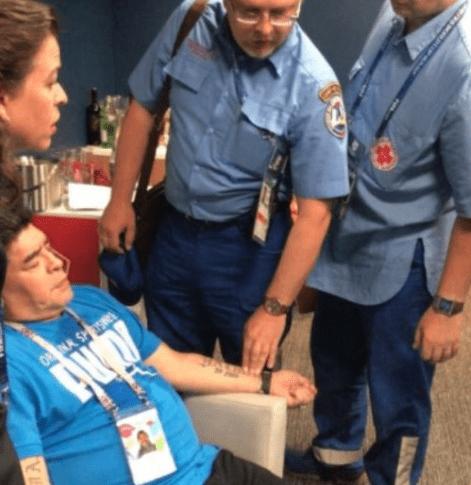 ※衝撃!マラドーナが緊急搬送される動画はコチラ。。。脈を図る救急隊の姿も。