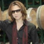 YOSHIKI 私物 落札総額のストールの値段がやばい....